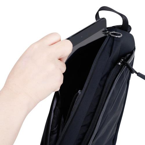 ≪ace. シンメトリー≫ ボディバッグ ワンショルダータイプ 左右どちらに掛けても使えるショルダーバッグ 8インチタブレット収納 59861