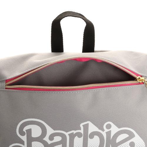 ≪Barbie/バービー≫ ジェシカ バックパック フラップタイプ B4サイズ収納 通学用におすすめ!90sロゴがキュートなカジュアルリュック 57123