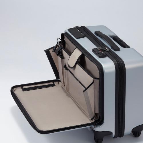 ≪プロテカ マックスパスBiz スマート≫ 充電やトラッキング機能などを搭載した国産スマートラゲージ 2~3泊用 36リットル 書類収納に最適なヨコ型ラゲージ フロントポケット/静かで滑らかなベアロンホイール搭載 02773