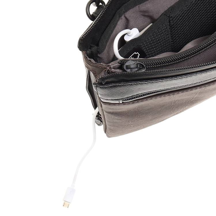 ≪ultima TOKYO/ウルティマ トーキョー≫ アーバンスイッチショルダーEC ショルダーバッグ/クラッチ/バッグinバッグの3WAYで使える レザーショルダー 8インチタブレット収納 モバイルバッテリー付属 薄マチタイプ 77885